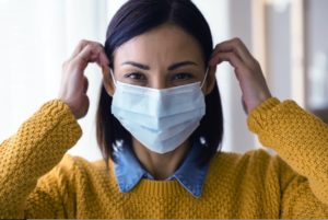 Woman wearing a face mask to go to the dentist